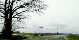 Krzyż przydrożny przy drodze do Trzcianki. Śliwno, gm. Koślin, powiat nowotomyski.