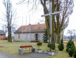 Krzyż przy kościele św. Michała. Ryczywół, powiat obornicki.