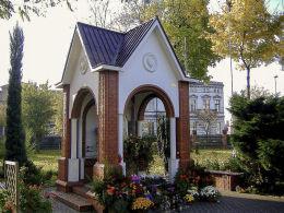 Kapliczka Matki Boskiej przy kościele św. Józefa Oblubieńca NMP. Oborniki, powiat obornicki.