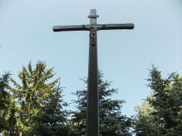 Krzyż misyjny przy kościele NMP Wniebowziętej. Oborniki, powiat obornicki.