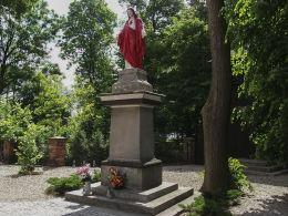 Figura Najświętszego Serca Pana Jezusa przy kościele św. Wita. Rogoźno, powiat obornicki.