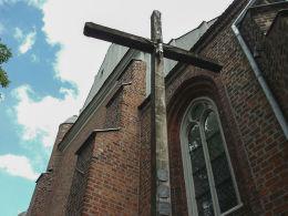 Krzyż misyjny przy kościele św. Wita. Rogoźno, powiat obornicki.