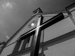 Krzyż misyjny przy kościele Św. Ducha. Rogoźno, powiat obornicki.