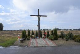 Krzyż przydrożny. Bronisławki, gmina Ujście, powiat pilski.