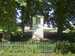 Przydrożna kapliczka słupowa. Dąbki, gmina Wyrzysk, powiat pilski.