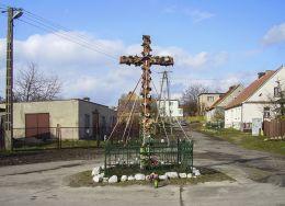 Krzyż na rozstaju dróg. Kotuń, gmina Szydłowo, powiat pilski.
