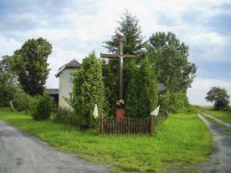 Przydrożny krzyż. Tłukomy, gmina Łobżenica, powiat pilski.