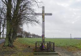Krzyż przydrożny. Zelgniewo, gmina Kaczory, powiat pilski.