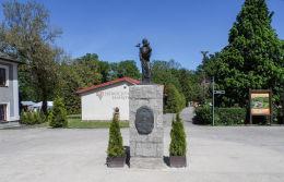Kapliczka przydrożna. Górka Klasztorna, gmina Łobżenica, powiat pilski.