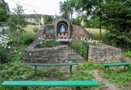 Przydrożna kapliczka, grota. Komorowo, gmina Wyrzysk, powiat pilski.