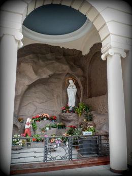 Grota Matki Boskiej z Lourdes przy kościele św. Marcina. Poznań, Poznań.