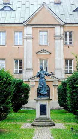 Figura św. Franciszka na dziedzińcu klasztoru franciszkanów Poznań, Poznań.