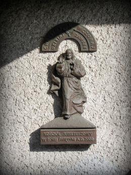 Płaskorzeźba Chrystusa z okazji Millenium 2000 r. na ścianie kościoła św. Jana Bosko na Winogradach. Poznań, Poznań.
