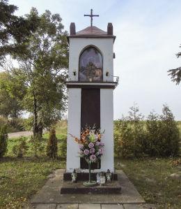 Kapliczka przydrożna z obrazem Matki Boskiej z Dzieciątkiem. Dębicz, gmina Środa Wielkopolska, powiat średzki.