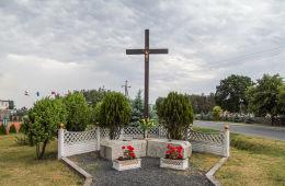 Drewniany krzyż w centrum wsi przy ul. Głównej. Solec Wielkopolski, gmina Krzykosy, powiat średzki.