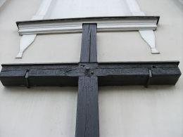 Krzyż misyjny z 1913 r. na ścianie kościoła św. Michała. Winna Góra, gmina Środa Wielkopolska, powiat średzki.