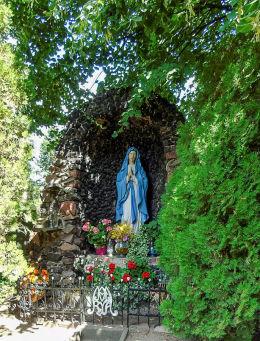 Grota Matki Boskiej przy kościele pw. św. Michała Archanioła. Dolsk, powiat śremski.