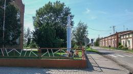Kapliczka kolumnowa Matki Boskiej przy szkole. Krzyżanowo, gmina Śrem, powiat śremski.
