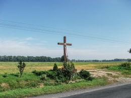 Krzyż przy drodze do Śremu. Szołdry, gmina  Brodnica, powiat śremski.