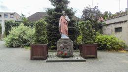 Figura Najświętszego Serca Jezusa przy kościele farnym. Wronki, powiat szamotulski.