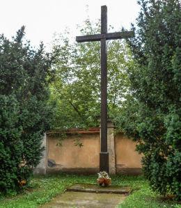 Krzyż przy kościele przyklasztornym paulinów (dawniej cystersów). Wągrowiec, powiat wągrowiecki.
