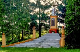 Przydrożna kapliczka Chrystusa, ufundowana przez właściciela wsi Zygmunta Kurnatowskiego ku pamięci zmarłej żony. Gościeszyn, gmina Wolsztyn, powiat wolsztyński.