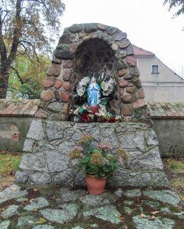 Grota Matki Boskiej przy kościele św. Wojciecha. Kaszczor, gmina Przemęt, powiat wolsztyński.