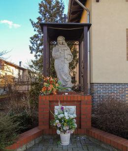 Przydrożna kapliczka  Matki Boskiej przy domu nr 1. Kiełpiny, gmina Siedlec, powiat wolsztyński.
