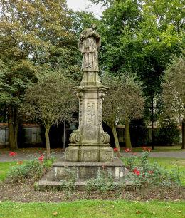 Barokowa figura św. Jana Nepomucena przy klasztorze. Obra, gmina Wolsztyn, powiat wolsztyński.