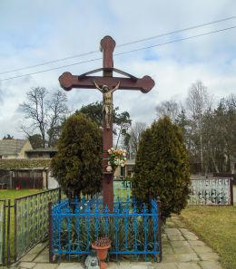 Krzyż przydrożny przy ulicy Szopińskiego. Obra, gmina Wolsztyn, powiat wolsztyński.