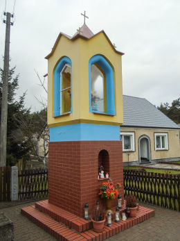 Kapliczka przydrożna Matki Boskiej przy ulicy Wolsztyńskiej. Solec, gmina Przemęt, powiat wolsztyński.