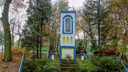 Kapliczka Matki Boskiej w centrum wsi. Stara Dąbrowa, gmina Wolsztyn, powiat wolsztyński.