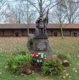 Figura św. Floriana przy Sanktuarium Matki Bożej Ucieczki Grzeszników ufundowana w 2010 r. przez strażaków z okazji 15 pielgrzymki. Wieleń, gmina Przemęt, powiat wolsztyński.