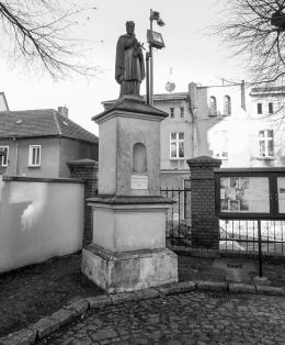 Figura św. Jana Nepomucena przy kościele farnym. Wolsztyn, powiat wolsztyński.
