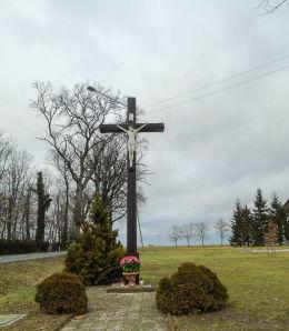Przydrożny krzyż przy ulicy Polnej. Wroniawy, gmina Wolsztyn, powiat wolsztyński.