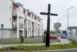 Krzyż u zbiegu ulic Gnieźnieńskiej i Czerniejewskiej. Września, powiat wrzesiński.