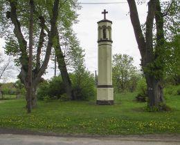Słupowa kapliczka przydrożna. Nadarzyce, gmina Jastrowie, powiat złotowski.