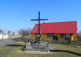 Krzyż przydrożny. Podróżna, gmina Krajenka, powiat złotowski.