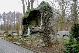 Grota Matki Bożej z Lourdes. Złotów, powiat złotowski.