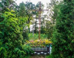Krzyż przy drodze DW 111. Krępsko, gmina Goleniów, powiat goleniowski.
