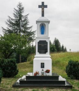 Przydrożna kapliczka przy drodze na Szczecin. Przybiernów, powiat goleniowski.