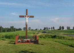 Krzyż przydrożny przy drodze Dw 110. Mojszewo, gmina Karnice, powiat gryficki.