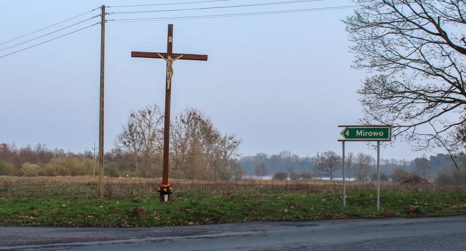 Krzyż na skrzyżowaniu dróg Moryń-Mirowo. Mirowo, gmina Moryń, powiat gryfiński.