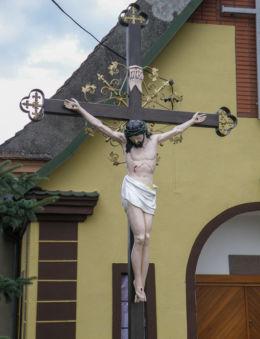 Krzyż przy Kościele. Godków-Osiedle, gmina Chojna, powiat gryfiński.