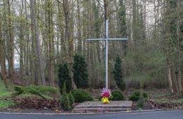 Krzyż przy drodze Dw 125,wjazd do miejscowości od strony Morynia. Mieszkowice, powiat gryfiński.