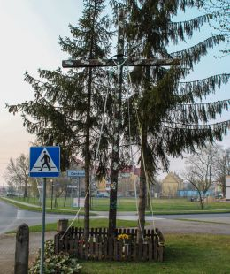 Krzyż przy ulicy Lipowej na drodze Dw 125. Moryń, powiat gryfiński.