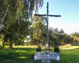 Krzyż przydrożny. Ostromice, gmina Wolin, powiat kamieński.