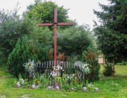 Krzyż przydrożny przy Dw 107. Rekowo, gmina Kamień Pomorski, powiat kamieński.