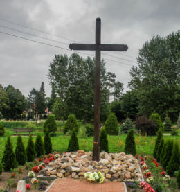Krzyż przy drodze Dw 103. Świerzno, gmina Świerzno, powiat kamieński.