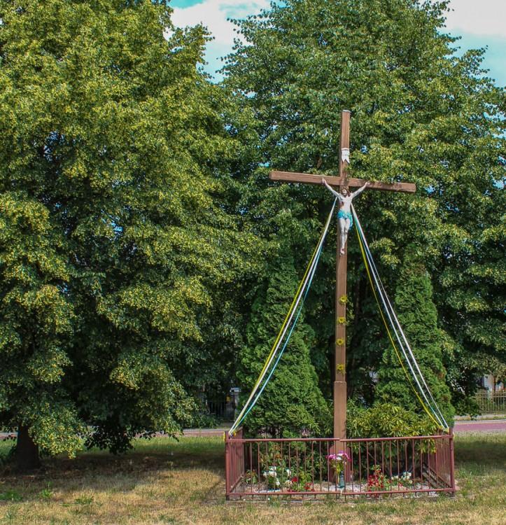 Krzyż przy ulicy Lipowej w pobliżu ulicy Słonecznej. Wołczkowo, gmina Dobra, powiat policki.